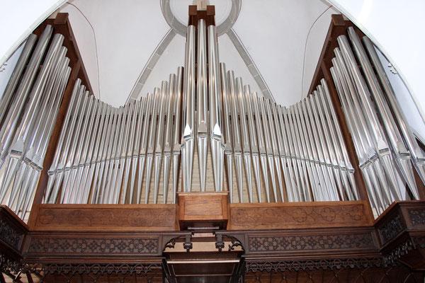 Die Orgelpfeifen stehen