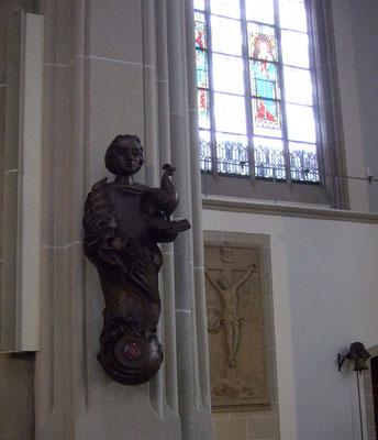 ... die Vitus-Figur vom Bildhauer Schröder - in Bronze gegossen - versehen mit den Reliquien des Heiligen aus dem Kloster Corvey -