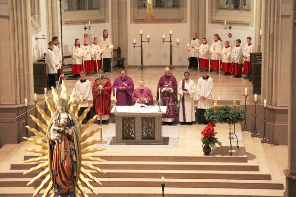 Blick von der Orgelbühne zum Altar