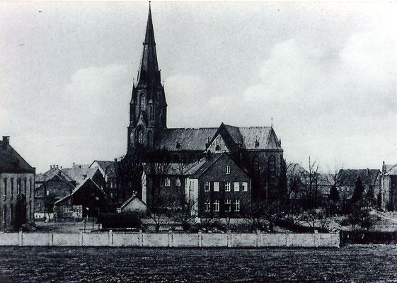 1950 - heutige (vierte) Kirche mit der Wieschofschule