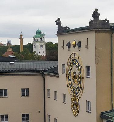 Turmuhr am Deutschen Museum zeigt Mondphasen & Tierkreiszeichen an
