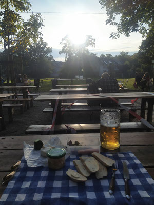 Gemütlicher Tagesausklang im Hirschgarten Biergarten, 01.10.XX