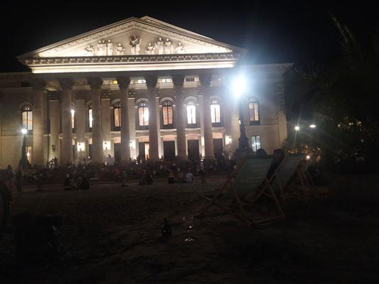 gute Musik 🎶, chillige Atmosphäre an der Oper