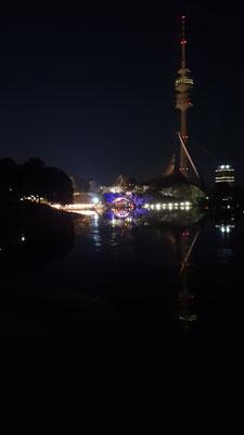 der olympiasee, die seebühne und olympiaturm