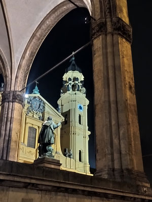 Feldherren Halle/Theatiner Kirche