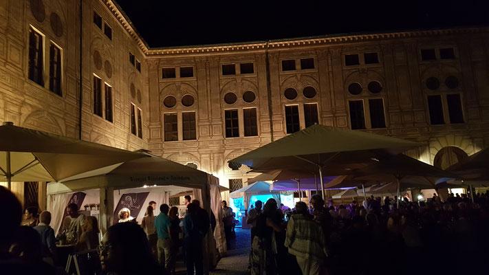 pfälzer weinfest im kaiserhof der residenz