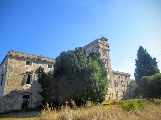Die im Verfall befindliche Villa Cesare bei Savudrija...