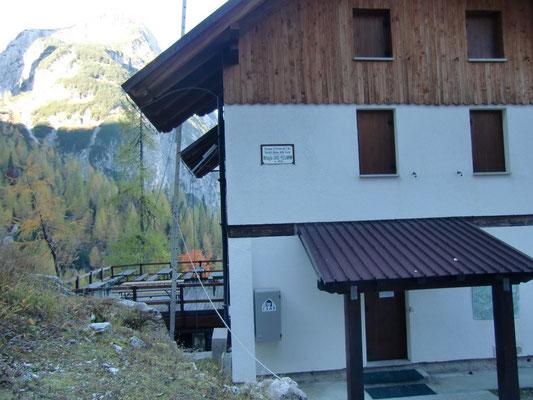 Die 1927 erbaute Pellarini-Hütte (Rifugio Pellarini) - Ausgangspunkt zahlreicher spektakulärer Touren in der Wischberggruppe