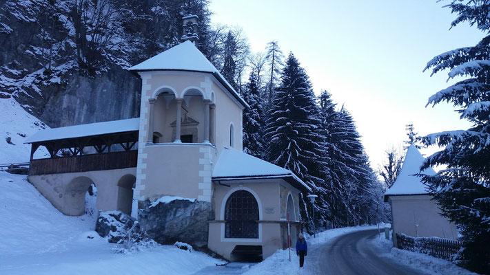 Die zweigeteilte Kreuzkapelle aus dem 16. Jahrhundert in Arnoldstein