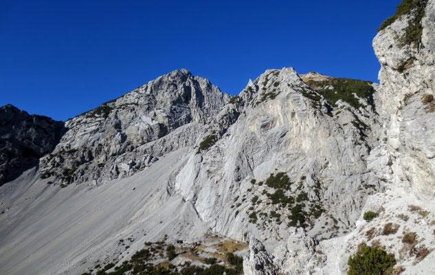 Wunderbarer Blick auf die malerische Doppelspitze des Due Pizzi (Zweispitz)