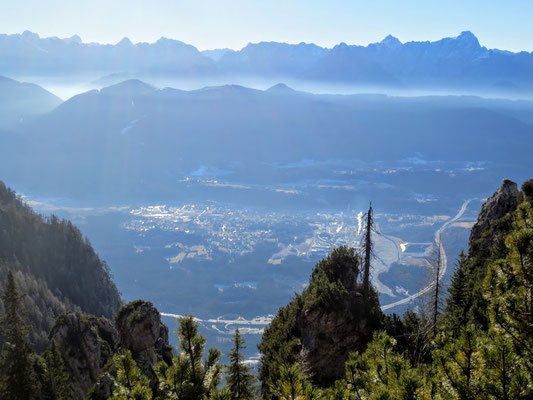 Blick auf Arnoldstein - am Horizont die Julischen Alpen