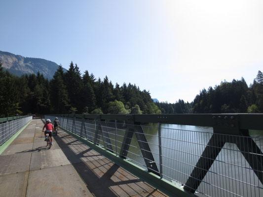 Erste Fahrt über die neu errichtete Neppomukbrücke