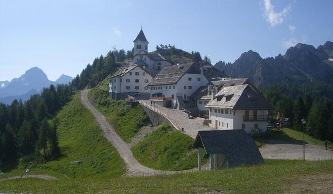 Der idyllische Wallfahrtsort Maria Luschari (Monte Santo di Lussari)
