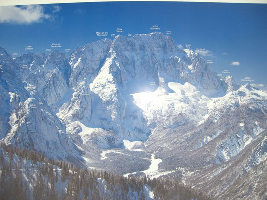 Die gewaltige Montasch Nordwand mit Namensbezeichungen