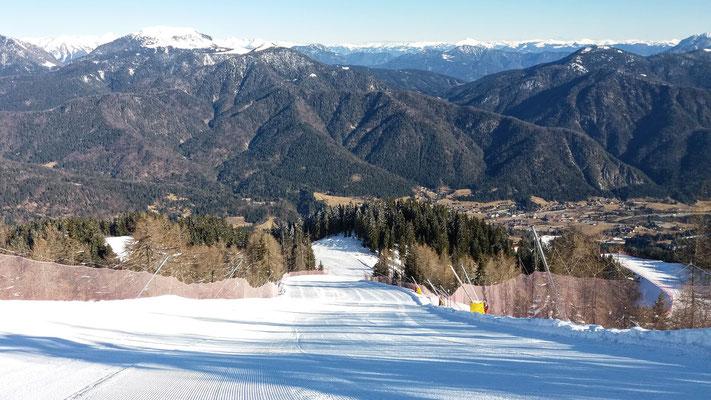 Wie ein weißer Teppich präsentiert sich die FIS-Weltcupstrecke vom Luschariberg