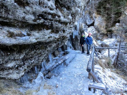Peričnik Wasserfall (Slap Peričnik) im Winter