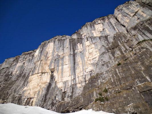 Das gewaltige Felsmassiv Bila Pec nahe der Kanin-Bergstation