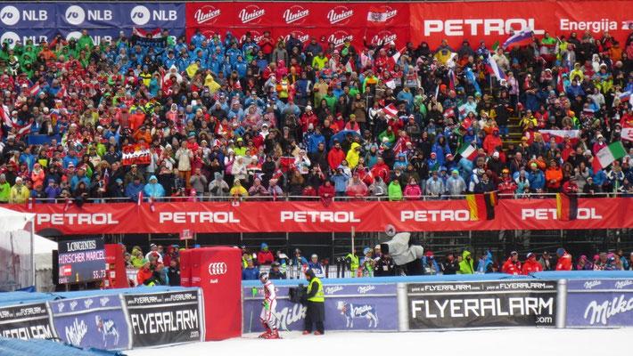 Der erfolgreichste Skirennläufer aller Zeiten - Marcel Hirscher -wird von den Zuschauern gefeiert