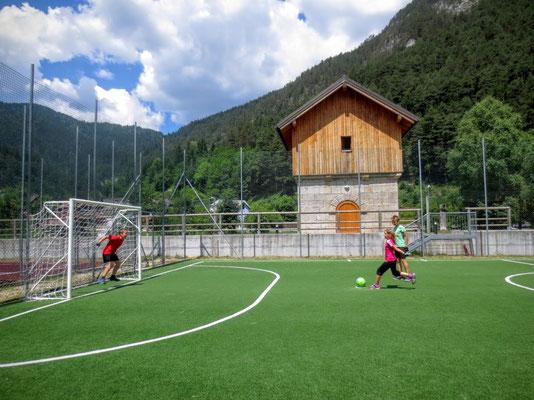 Schöner Fussballplatz in Uggowitz
