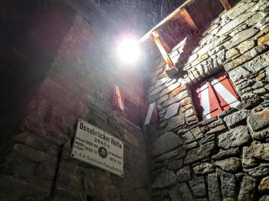 In der Nacht heulen Schneestürme um die Osnabrücker Hütte