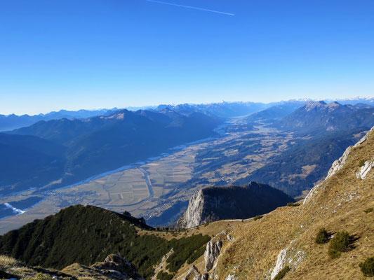 Herrlicher Blick vom Dobratsch-Gipfel ins Gailtal