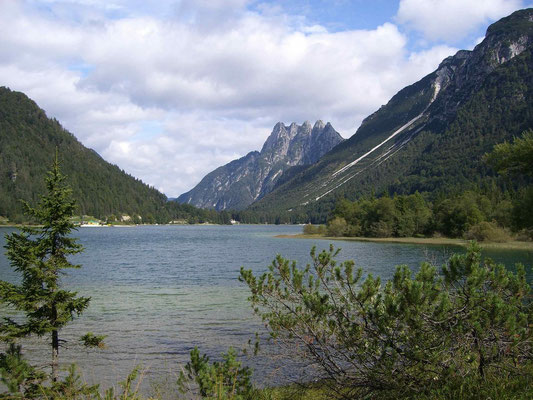 Blick vom Raibler See zum Fünfspitz (Cinque Punte)