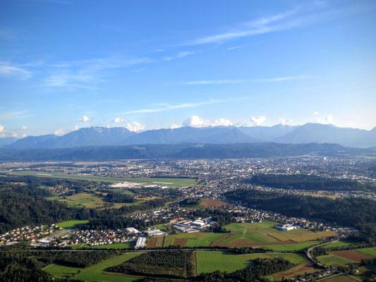 Wunderbarer Blick über Klagenfurt mit den Karawanken im Hintergrund