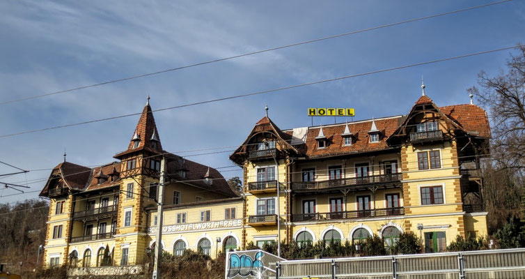Das historische Schloßhotel Wörthersee wird hoffentlich bald saniert und Leben eingehaucht