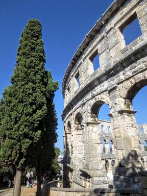 Das Amphitheater wurde vor ca. 2000 Jahren unter dem römischen Kaiser Augustus (30-14 v. Chr.) erbaut...