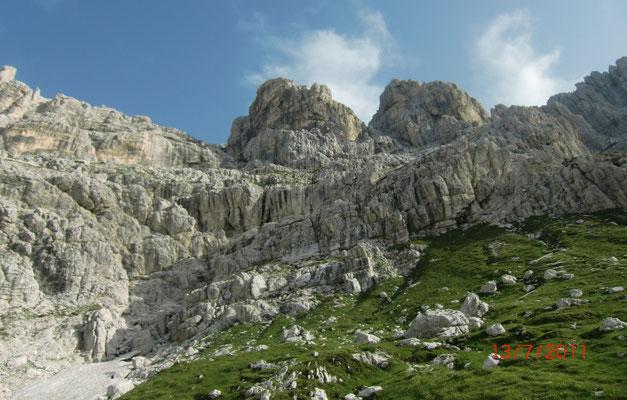 Blick von der Corsi-Hütte hinauf zur Mosesscharte