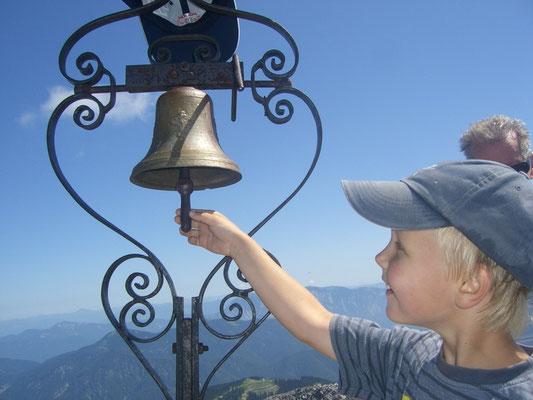 Glocke am Gipfel des Steinernen Jäger