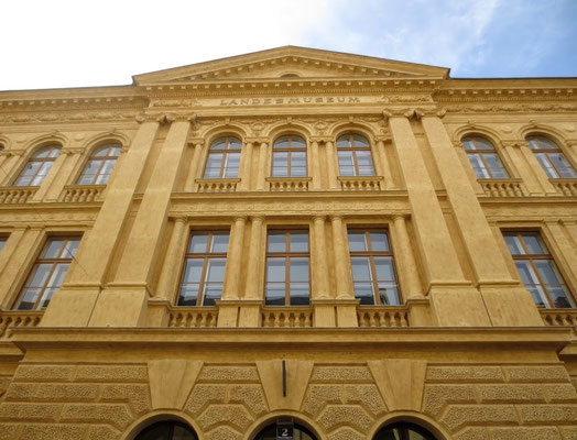 Stilvolle Fassade des 1884 eröffneten Kärntner Landesmuseums