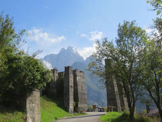 Ruinen der Seilbahn aus dem 1. Weltkrieg im Dogna-Tal