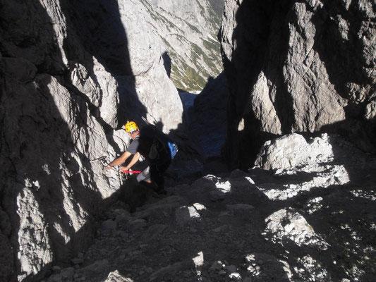 Abstieg durch die Kaltwasserscharte; absolut nicht zu empfehlen - akute Steinschlaggefahr!