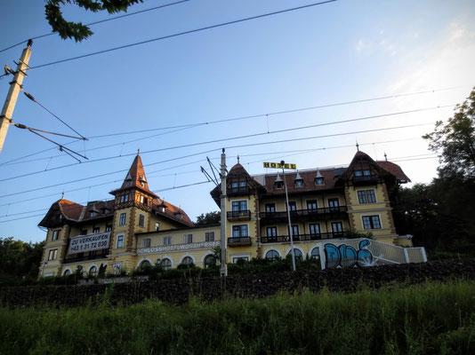 Das 1897 erbaute Hotel Wörthersee - einst Inbegriff der Sommerfrische am Wörthersee
