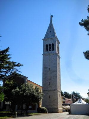 Pfarrkirche des Hl. Pelagius mit Kirchturm in Novigrad