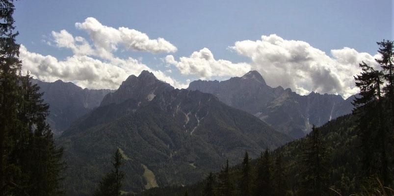 Blick vom Dreiländereck auf die Julischen Alpen (Ponza und Mangart)