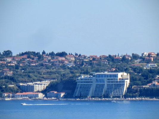 Schöner Blick über die Bucht zum Grand Hotel Bernadin in Portoroz