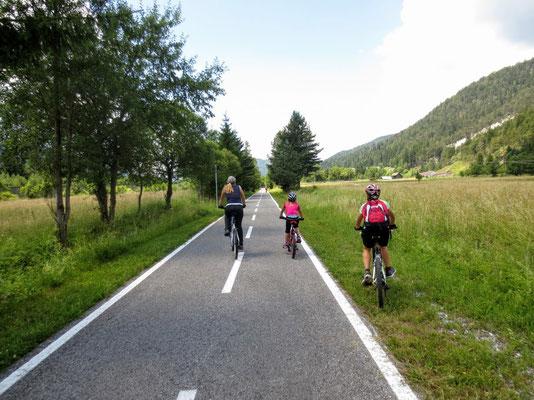 Der Alpe Adria Radweg zwischen Tarvis und Camporosso (Saifnitz)