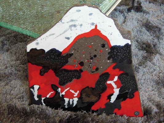 """Le Puy de Dôme """"voit rouge """"  75 € ( tableau à poser, tient debout seul)"""