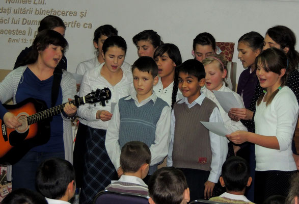 ...es gab viele Gruppen, die gemeinsam Lieder eingeübt hatten...