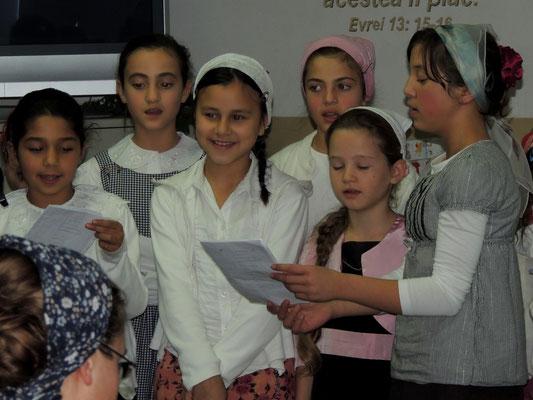 ...der Chor der mittleren Mädchen...