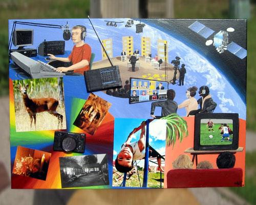 Peinture acrylique sur toile avec relief représentant le 8e art : l'art des médias (Radio, Photographie, Télévision). Plateau télé, satellite, spectateurs. Animateur radio, poste de radio, appareil photo et plusieurs photos de différents styles.