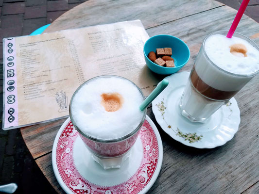 Latte Macchiato im Café POP in Domburg
