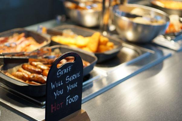 Frühstücksbuffet im YHA Hostel in Manchester - England