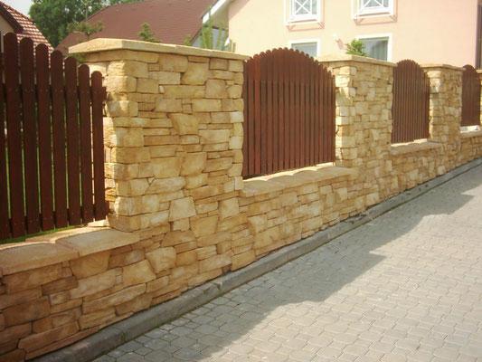 Gartenmauerverkleidung Piedra rustico sand 015 mit Mauerabdeckplatten