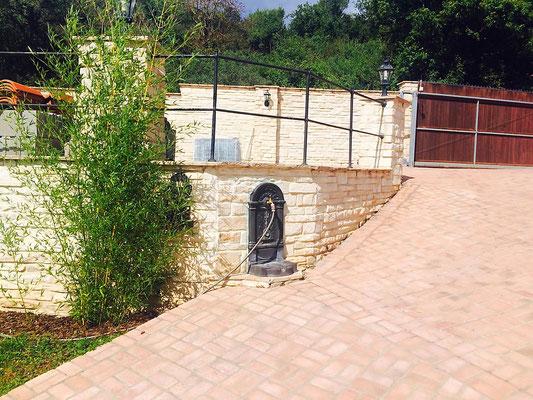 Gartenmauerverkleidung mit Mauerabdeckplatten | Thassos cream 091