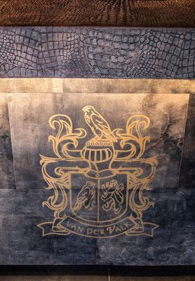 Geprägtes Leder mit Wappen