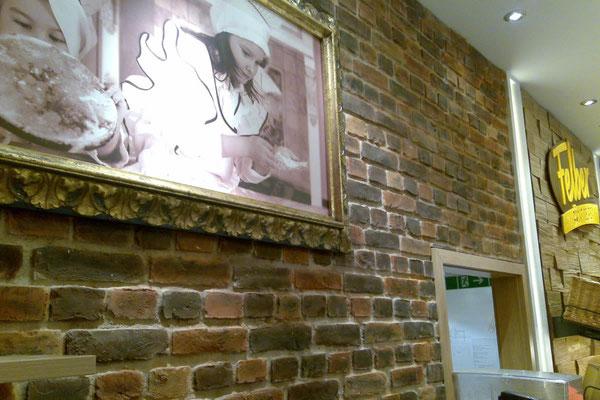 Bäckerei - Wandgestaltung mit Steinpaneele in Ziegeloptik