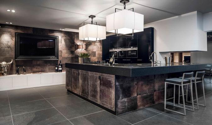 Küche - Wand und Frontverkleidung mit Vollleder von Alphenberg